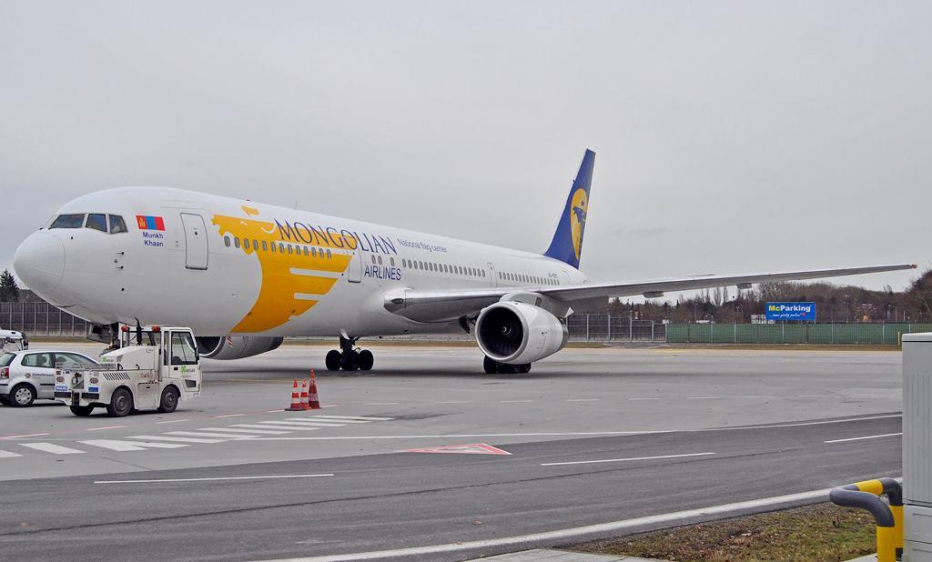 MIAT Mongolian Airlines / B767-300 / JU-1011 / Berlin-Tegel / 03.01.2015