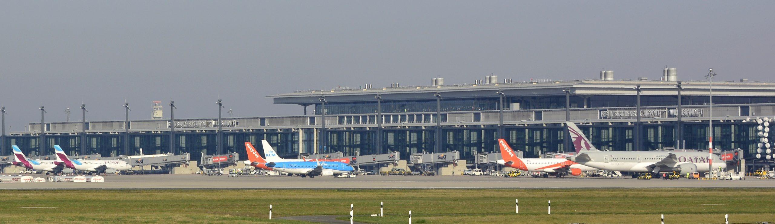 "Volga-Dnepr Cargo / Antonov AN-124 ""Ruslan"" / RA-82045 / Berlin-Schönefeld / 16.09.2015"